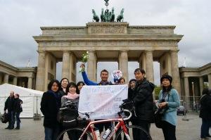 ベルリン・ブランデンブルク門でゴール!