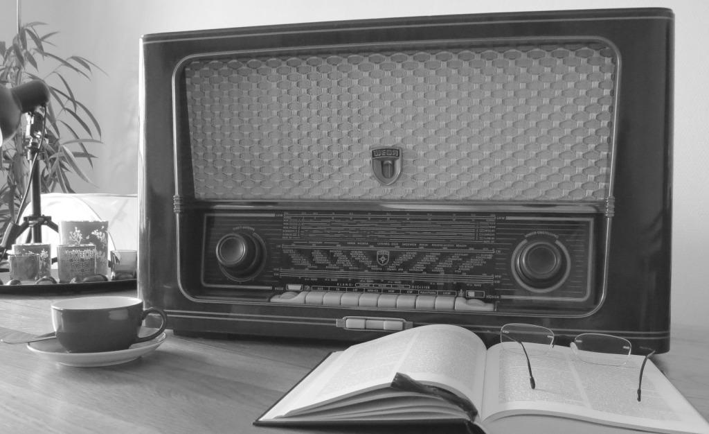 radio-476447_1920